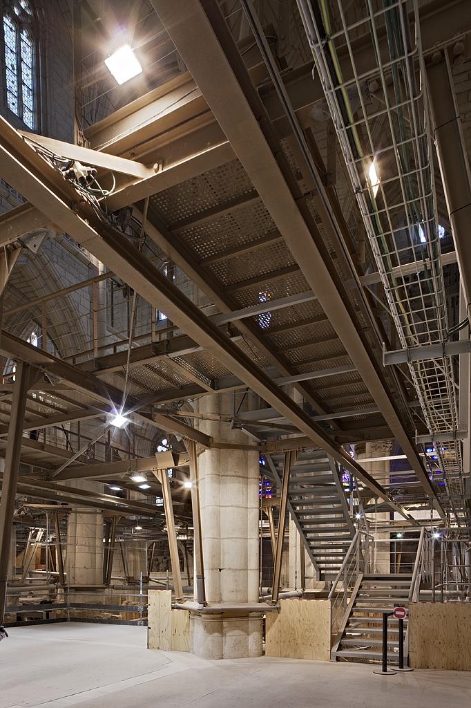 IMAGE: http://www.guillermoluijk.com/workshop/vitoria3/catedral2.jpg
